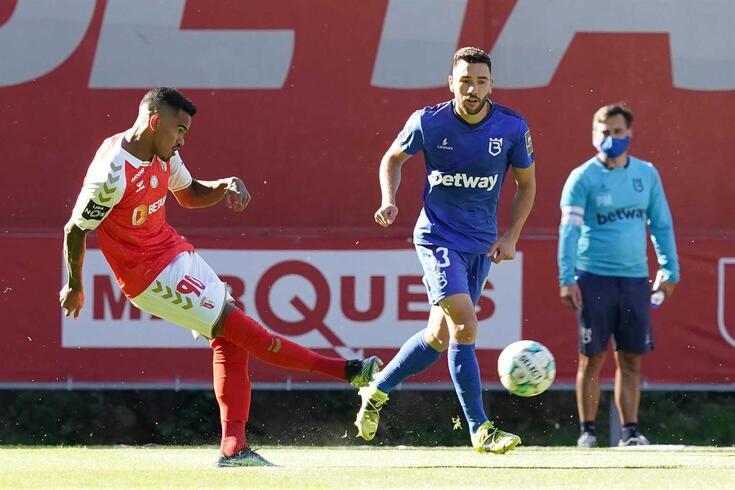 Tiago Esgaio, lateral que vai trocar o Belenenses pelo Braga