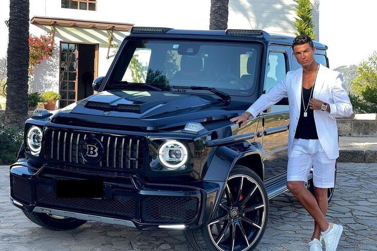 """Ronaldo posa ao lado do Brabus 800 Widestar: """"Tenham uma boa semana"""""""