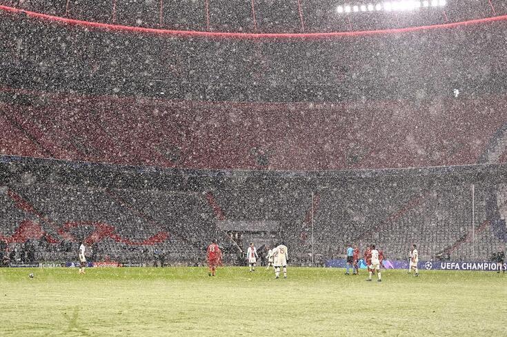 """Nevou no Allianz Arena, em Munique, na primeira mão dos """"quartos"""" da Champions"""
