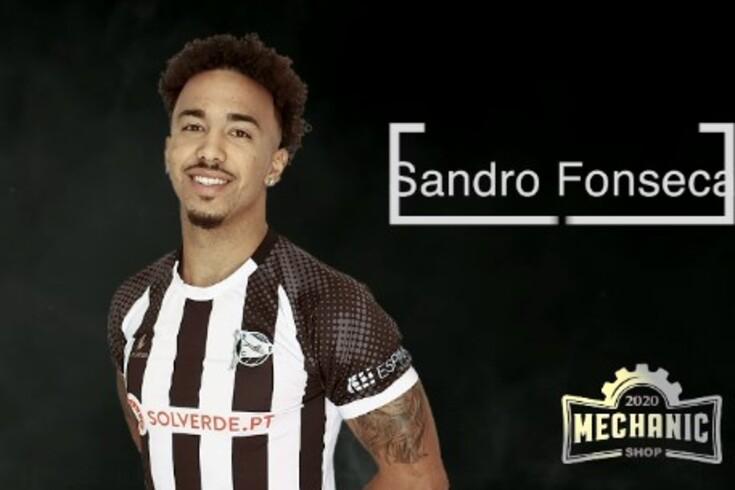 Sandro Fonseca com a camisola do Espinho