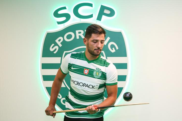 Foi anunciado pelo HC Braga e um mês depois foi contratado pelo Sporting