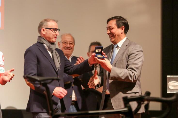 Pedro Silva com Delmino Pereira, presidente da Federação Portuguesa de Ciclismo e seu antigo colega na