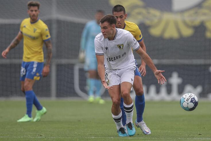 Ugarte em ação pelo Famalicão na Taça da Liga, frente ao Estoril