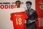 Todibo exibe a camisola 18 do Benfica