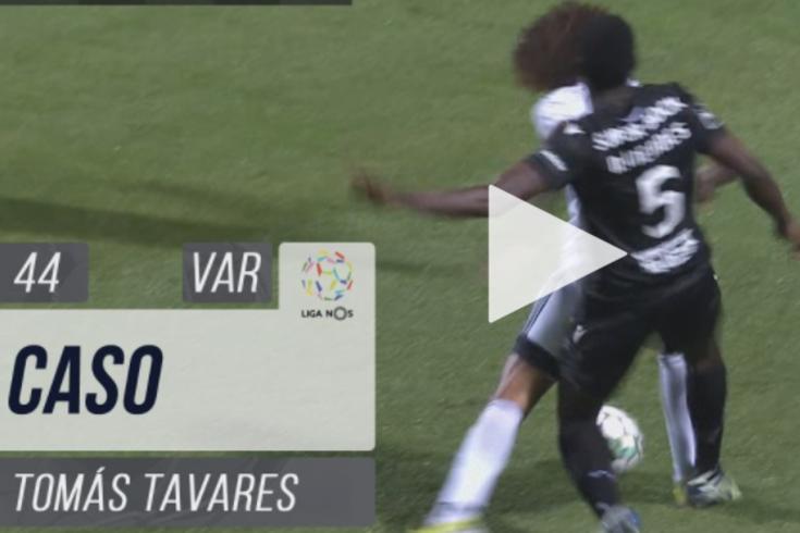 Tribunal O JOGO: há penálti de Nuno Mendes sobre Tomás Tavares?