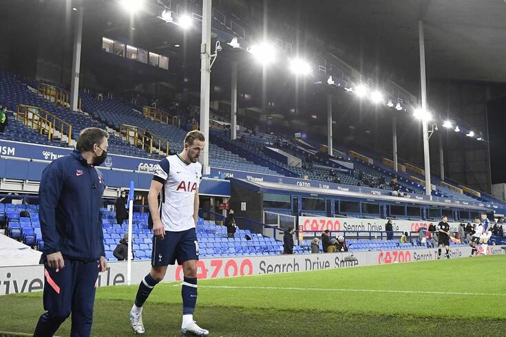 Kane bisa, sai lesionado e Tottenham empata com Everton