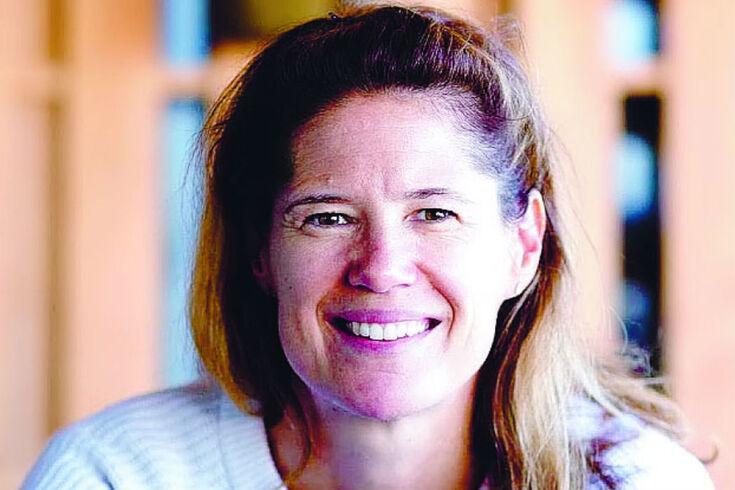 Sophie Goldschmidt está no surf desde 2017
