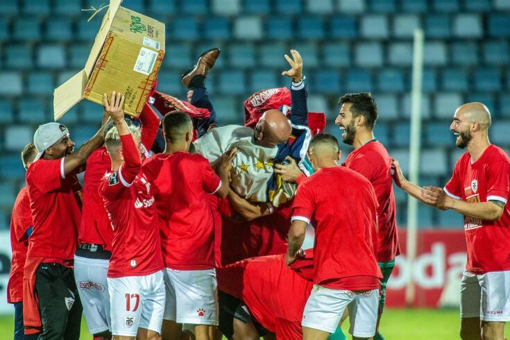 Santa Clara celebra um feito histórico: o apuramento para as provas da UEFA