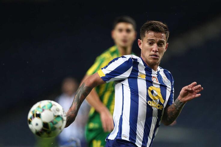 Otávio, médio que está em final de contrato com o FC Porto