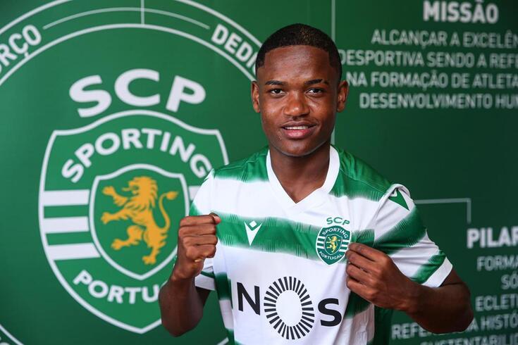 Geny Catamo rubricou contrato com o Sporting
