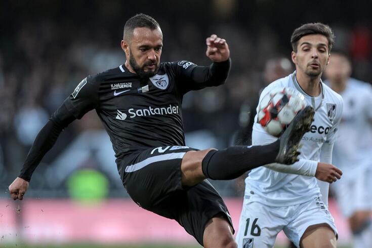 Anderson Carvalho com a camisola do Santa Clara