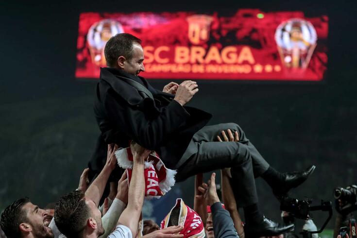 António Salvador festejou com os jogadores a conquista da Taça da Liga.