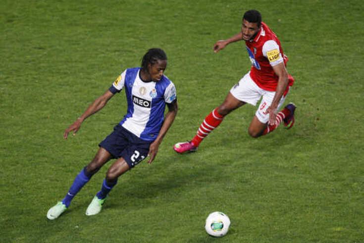 Abdoulaye Ba assinou contrato com o Moreirense