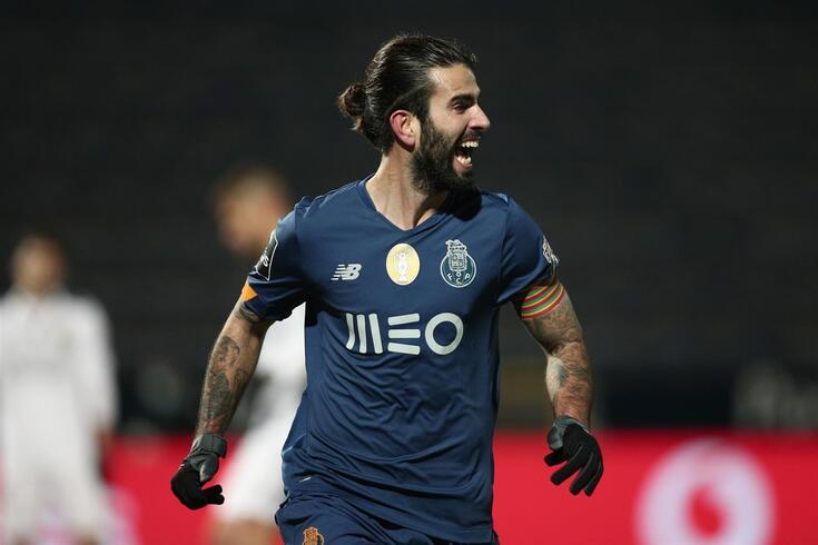 Sérgio Oliveira volta a estar nos planos de Conceição