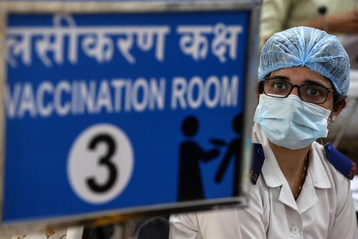 """Serum Institute of India recebeu ordens para dar prioridade """"às enormes necessidades"""" da Índia"""