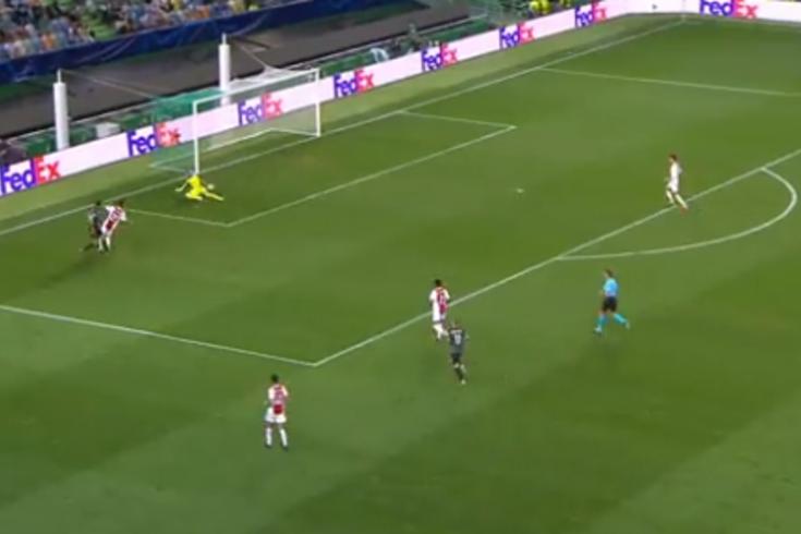 O golo de Paulinho que deixou o guardião do Ajax mal na fotografia