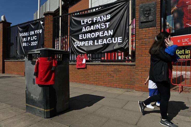 Adeptos do Liverpool contra a Superliga