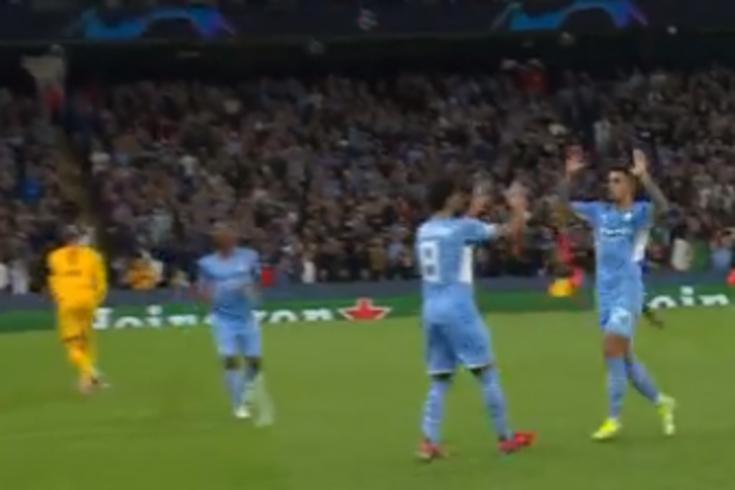 O grande golo de João Cancelo no frenético Manchester City-Leipzig