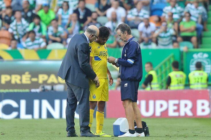 Corona fica no Porto devido a lesão