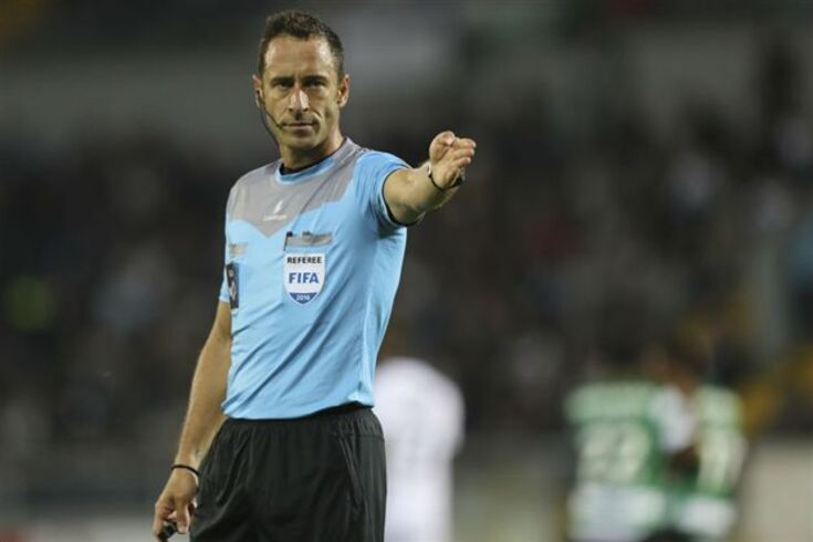 FIFA escolhe três árbitros portugueses para testes de vídeo-árbitro