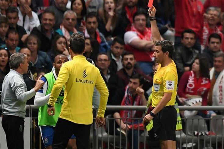 Brahimi foi expulso no banco e o FC Porto explica agora porquê