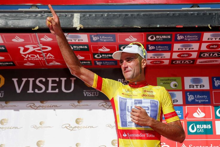 Bicicleta e camisola amarela de Raúl Alarcón em leilão solidário