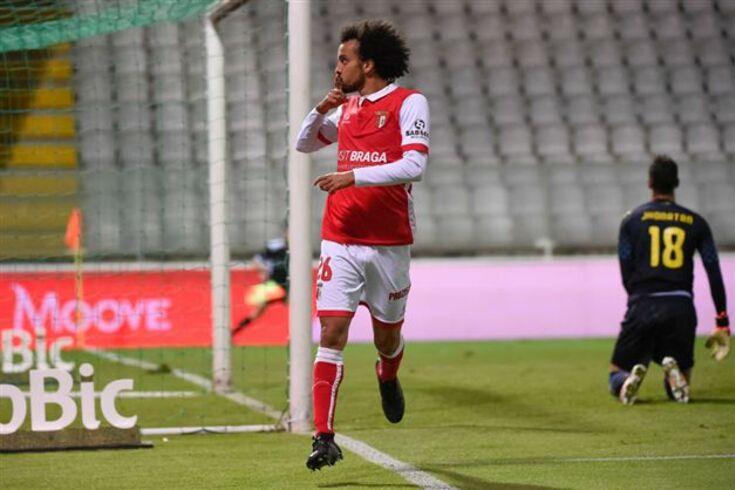 Fábio Martins renova contrato e com cláusula elevada