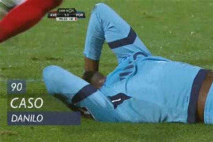O lance de Danilo que motivou protestos do FC Porto