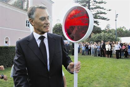 Cavaco opta por pensões e evita 10% de corte no salário