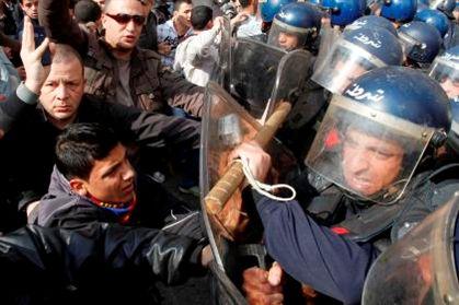 Confrontos entre polícia e manifestantes em Argel