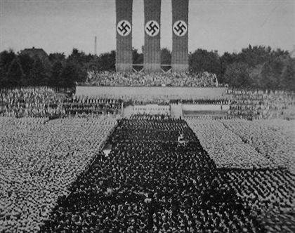 """Imagem do filme """"O Triunfo da Vontade"""", de Leni Riefenstahl, que retrata o congresso nazi de Nuremberga, em 1934"""