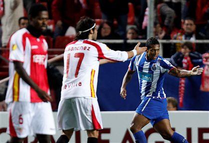 FC Porto vence (2-1) em Sevilha