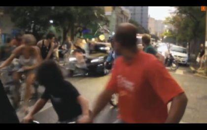 Vídeo mostra atropelamento intencional de 25 ciclistas