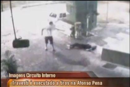 Vídeo mostra execução de travesti