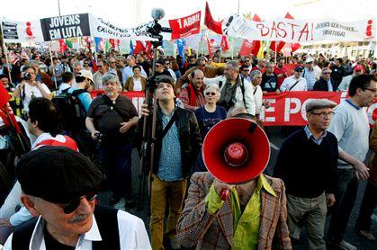 A marcha de protesto foi encabeçada pelos Homens da Luta