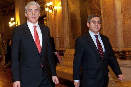 O primeiro-ministro, José Sócrates (à esquerda), com o ministro dos Assuntos Parlamentares, Jorge Lacão