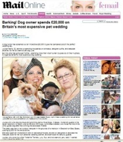 Inglesa gasta 23 mil euros em casamento de cães
