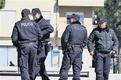 Polícias ameaçam invadir esquadras em protesto