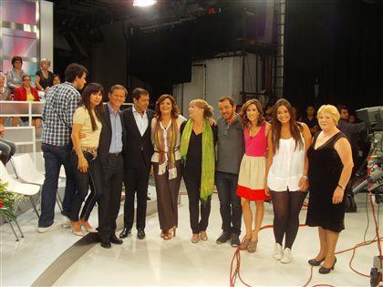 José Eduardo Moniz rodeado da família e dos amigos nos estúdios de Carnaxide