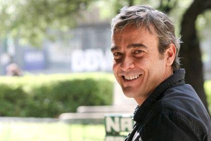 O actor estará em cena em Lisboa e Porto