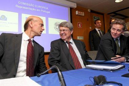 Conferência de imprensa da Troika , Banco Central Europeu, Comissão Europeia e FMI. Poul Thomsen, Jurgen Kroger e Ramus Ruffer