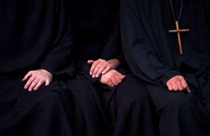 Igreja anglicana autoriza ordenação de bispos homossexuais
