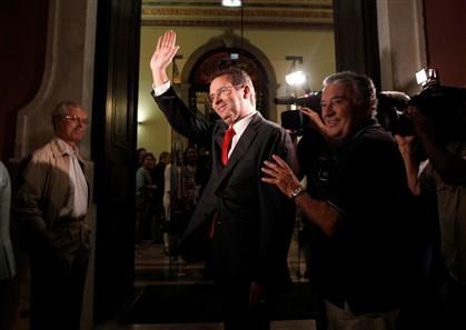 António José Seguro chega à sede do PS, em Lisboa, sabendo já que ganhou as eleições para secretário-geral do partido