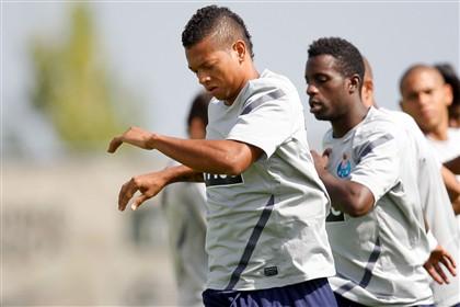 FC Porto nega saída de Guarín para o Real Madrid.