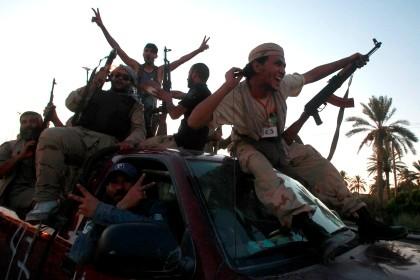 Forças rebeldes festejam a entrada em Tripoli