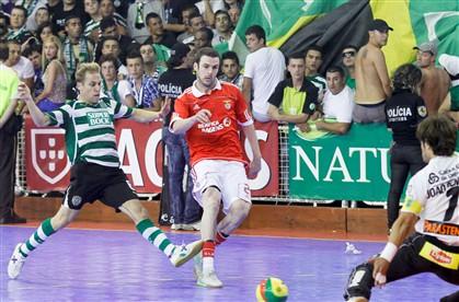 Benfica vence Sporting e conquista Supertaça
