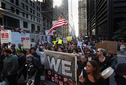 """Mais de 5 mil nas ruas contra """"ganância empresarial"""""""