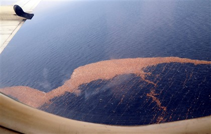 Detritos do tsunami fotografados pela Força Aérea norte-americana