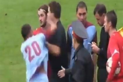 Deu um soco ao árbitro e retirou-se do futebol