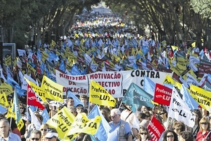 Professores e educadores 'em força' na manifestação